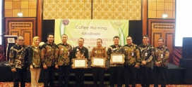 "Poltekpel Surabaya Beri Penghargaan ""The Best Of Partnership"""